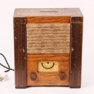 Wartime civilian radio (1944), © Kent County Council Sevenoaks Museum